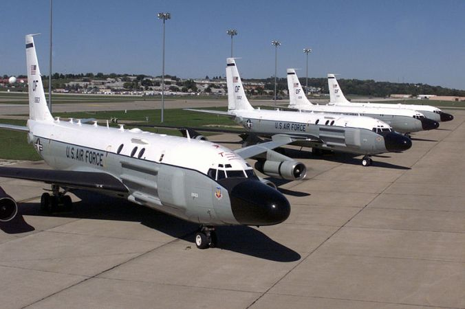 800px-rc-135_cobra_ball_aircraft_parked_at_offutt1